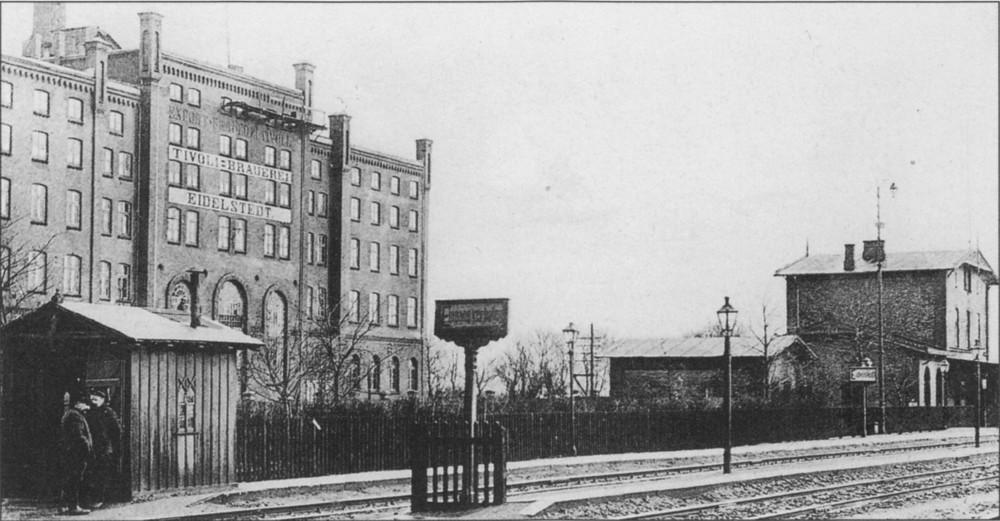 Bahnstation, heute S-Bahn-Station Eidelstedt im Hintergrund die Tivoli-Brauerei